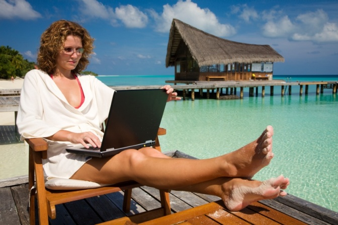 laptop-beach-saidaonline1